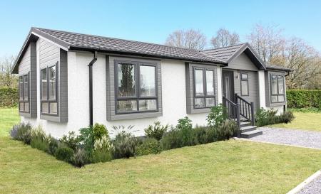 4 Woodlands Park, Hordle, New Milton